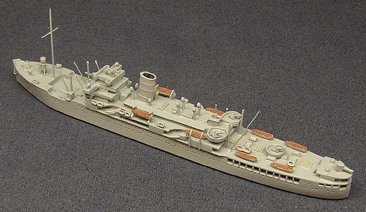 En esta sencilla maqueta del HMS Chitral permite apreciar la distribución de la artillería