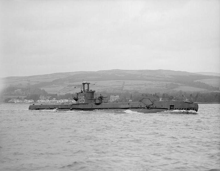 HMS Sceptre P215