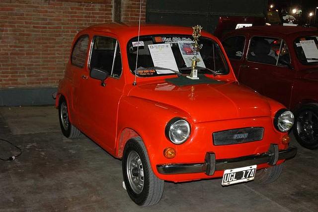 Para los amantes del Fiat 600, fitito para los amigos...