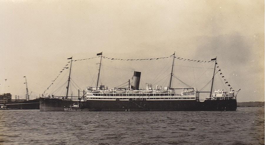 El SS Worcestershire en su época de buque civil de pasaje