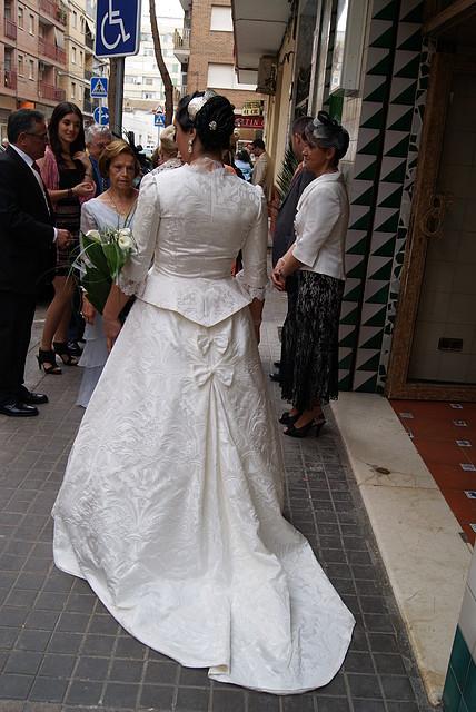 trajes de novia realizados con tela de fallera