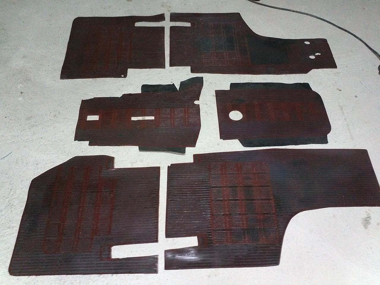 Seat 600 moqueta alfombras rojas y negras vendidos for Alfombras persas usadas precios