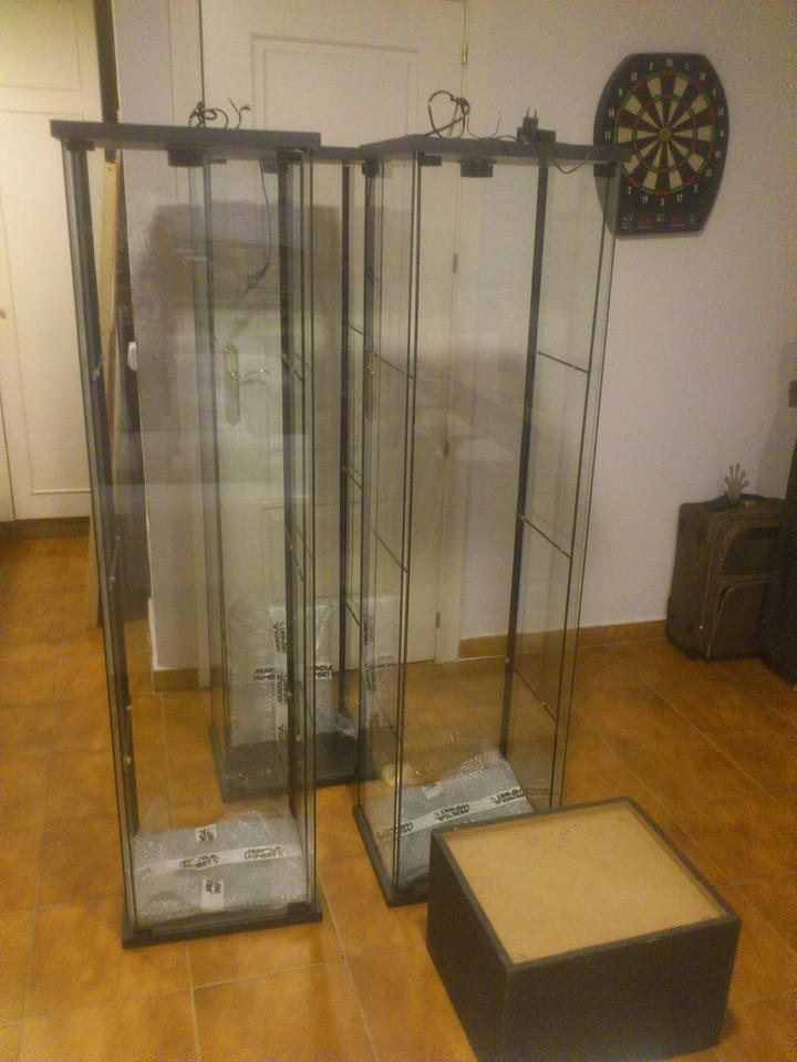 Pasionslot vendo tres vitrinas negras detolf ikea precio en pack 80 eur con luz y peana de - Vitrina detolf ...