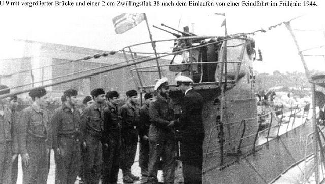 El U9 en Konstanza en 1944 después de la modificación de la torreta con al añadido del balcón a popa de la misma y el montaje doble Flak 38 de 20 mm