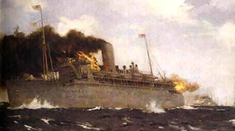Imagen artística del hundimiento del HMS Rawalpindi, obsérvese que solo tiene una chimenea, la de popa fue desmontada en la transformación. El autor refleja los incendios en la zona del puente en el que murió el Capitán Kennedy y sus oficiales