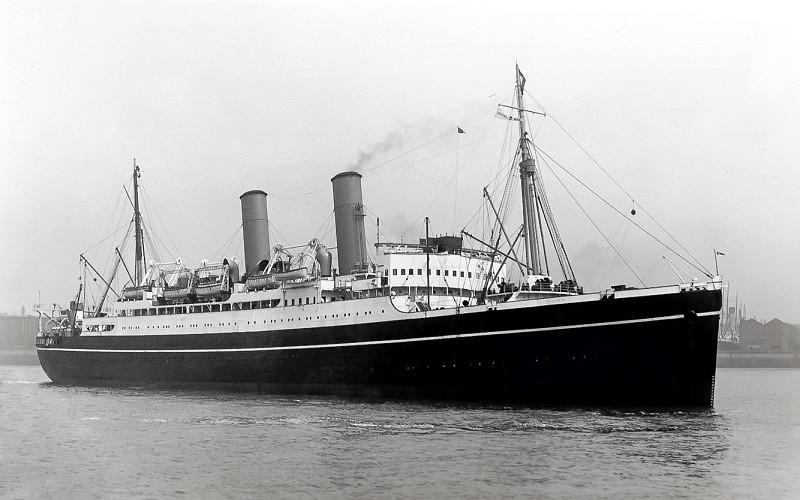 El HMS Wolfe cuando era el buque civil de pasaje SS Montcalm