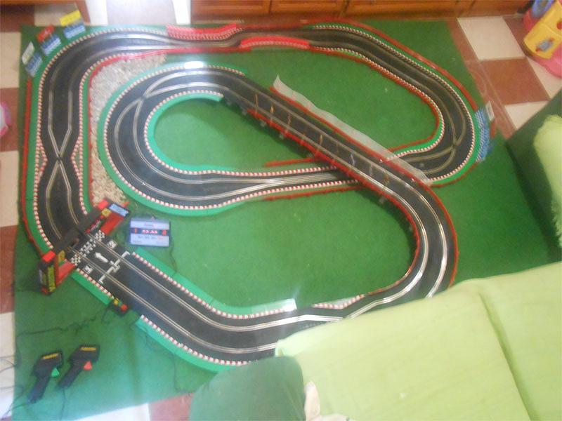Slot adictos fotos de mi nuevo circuito de velocidad con tramos y puente de scalextric - Decoracion scalextric ...