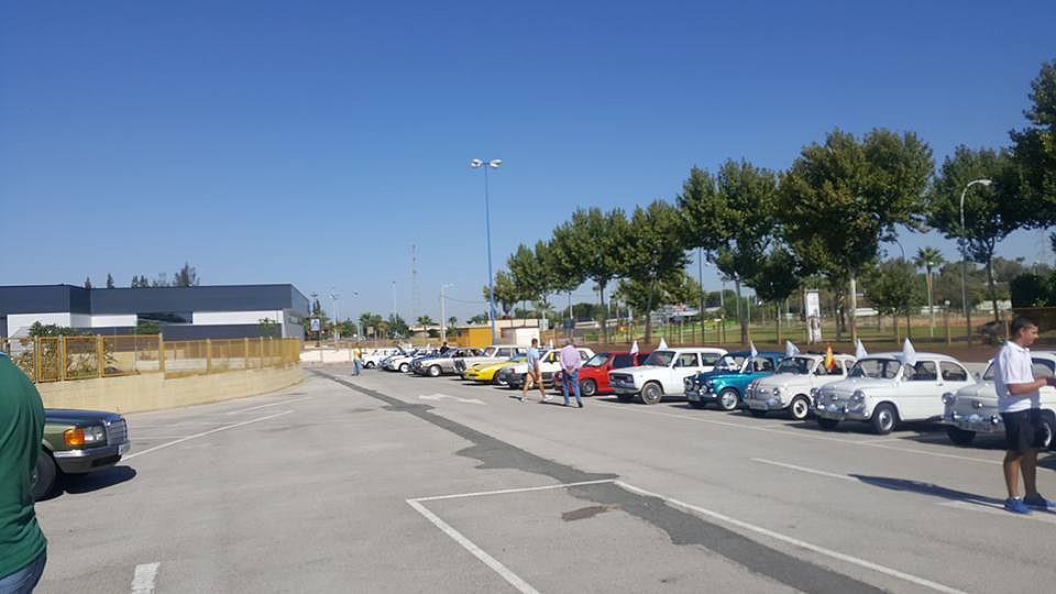Seat 600 nos quisieron echar de los estacionamientos del - Factory de dos hermanas sevilla ...