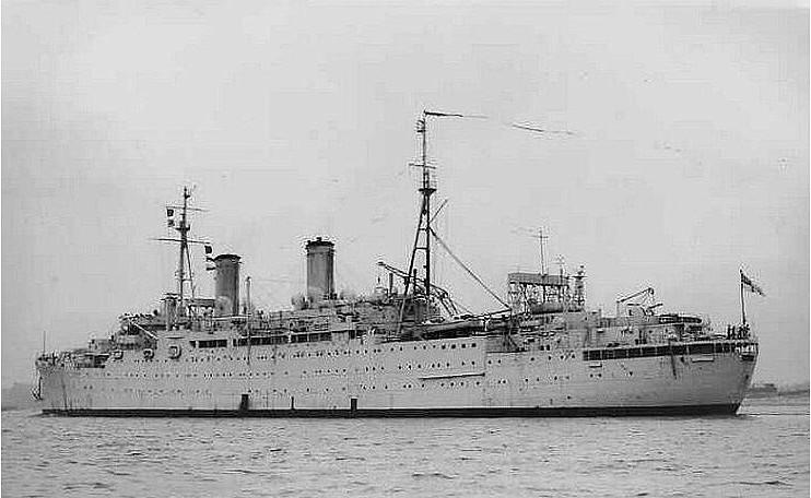 El HMS Wolfe como buque depósito de sumergibles
