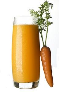 Морковный сок улучшает пищеварение, увеличивает лактацию у кормящих матерей