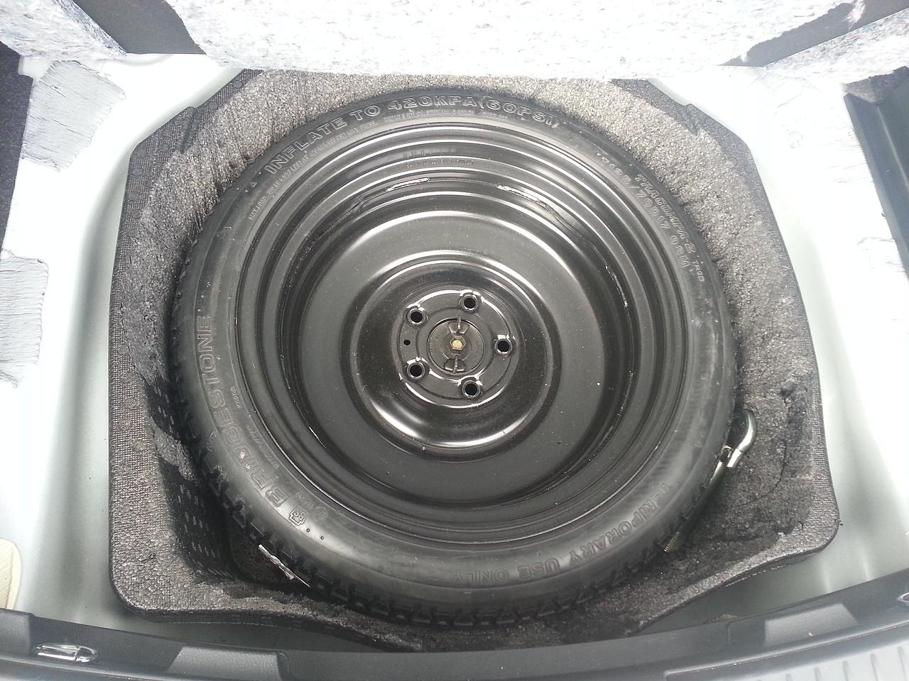 """2013-2018 Toyota Auris Ahorro De Espacio Rueda de Repuesto 16/"""" Neumático Jack /& llave de rueda"""