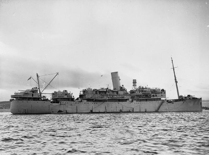 El HMS Chesire ya transformado en crucero auxiliar, los cambios son evidentes, no solo en la colocación de la artillería, se aprecia que además se han modificado otras superestructuras y se le ha colocado un radar