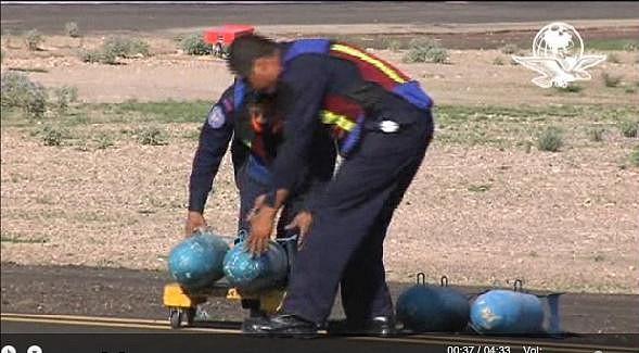 """Llevan un """" misil"""" a módulo para canjearlo por vales, (carcasa de  bomba mk 82) 21506A2D542E500ADCA834500ADC0C"""