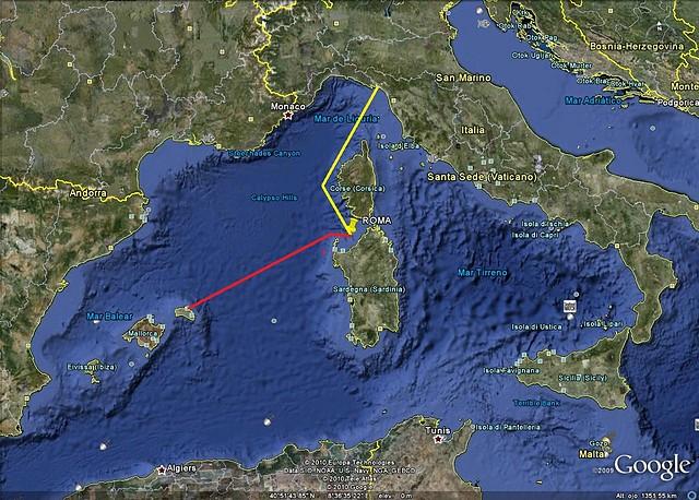 En amarillo la ruta aproximada del Roma desde la base de La Spezia hasta el punto de hundimiento, en rojo la ruta aproximada que siguieron los buques italianos hasta el puerto de Mahón