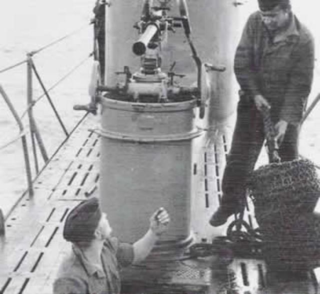 Pieza de 20 mm. montada en el soporte-contenedor del U-18