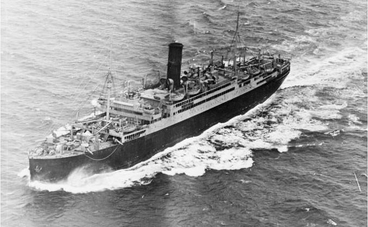 El HMS California ya transformado como crucero auxiliar, se pueden apreciar la 4 piezas de 150 mm de la proa, en este caso la transformación es menos importante que en otros y continúa teniendo la estética de buque de pasaje