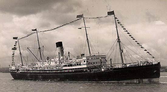 El SS Shropshire en su época de buque civil de pasaje antes de convertirse en el HMS Salopian