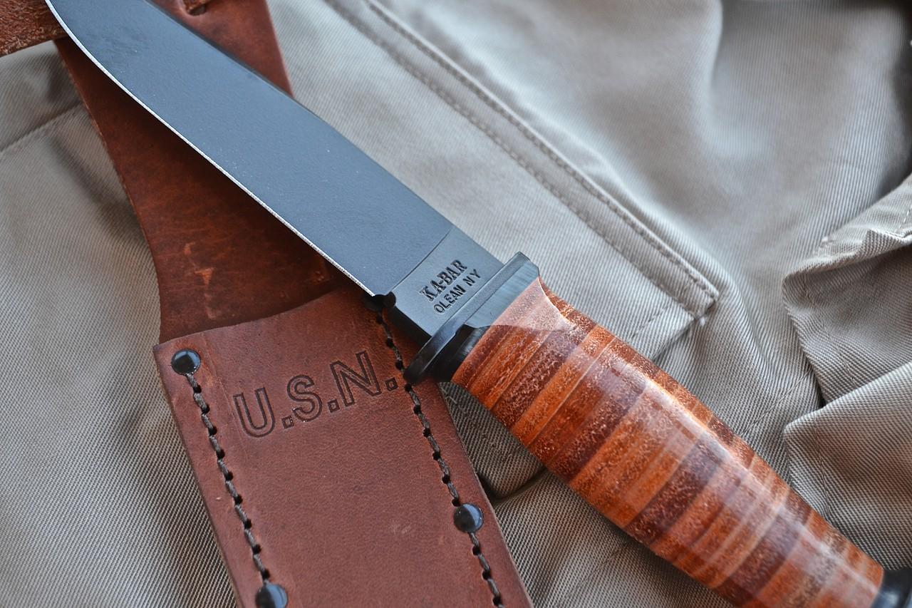 bowie knife i træ