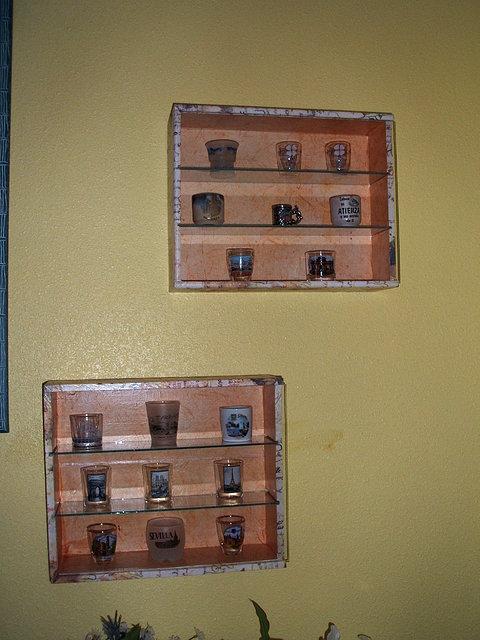 Estanteria con puerta de cristal marqueteria actual - Estanterias para dedales ...