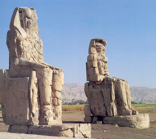 Colosos de Memnón de entrada al Templo de Amenhotep III