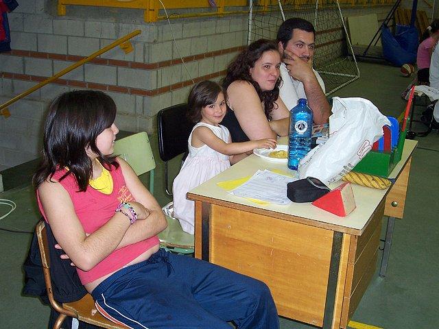 Toda una familia colaborando con el baloncesto en Salceda