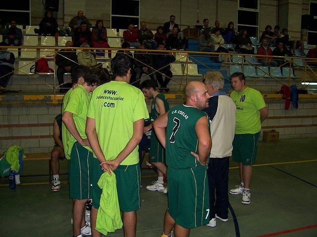 Os xogadores escoitan a Carlos nun tempo morto no partido perante Ponteareas.