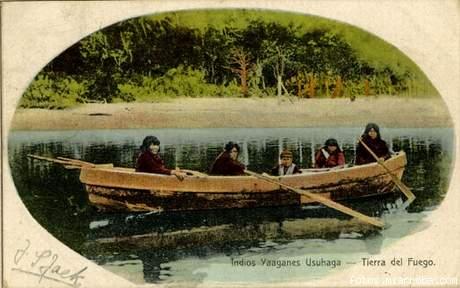 Indios Yaganes en canoa, Ushuaia - Tierra del Fuego