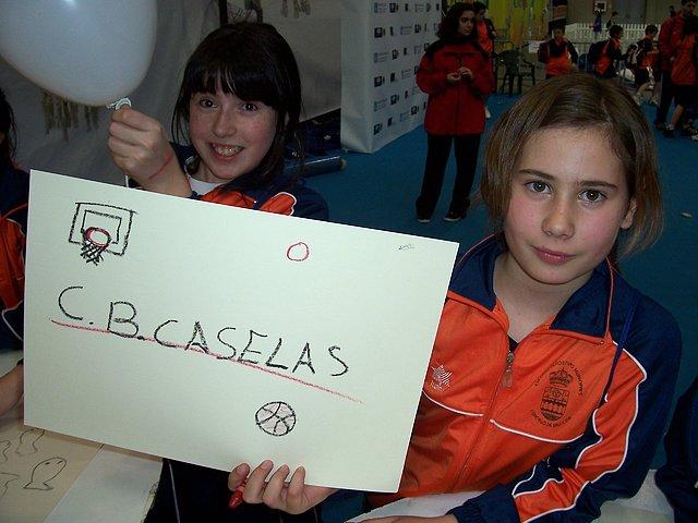 Mar (ezquerda) e Laura (dereita) orgullosas do seu equipo