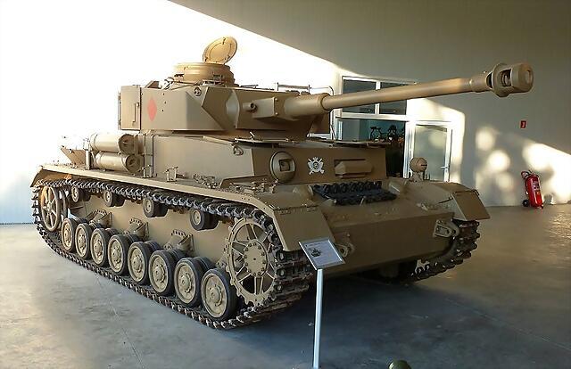 800px-Panzer_IV_Ausf._H_Ej?rcito_espa?ol