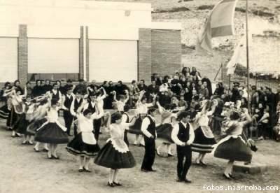 Coros Danzas Sección Femenina Patio Colegio Gérgal