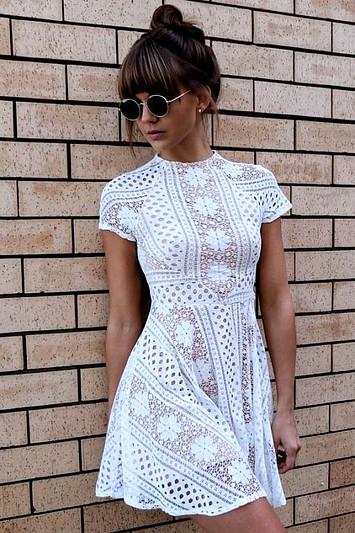 Peinados de Moño alto para Vestidos Blancos Midi, Encaje y Fiesta