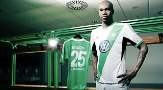 Wolfsburg 13 14 Home Kit Naldo 2