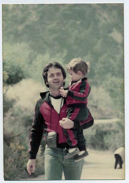 Con Dani en brazos, hace 25 años.