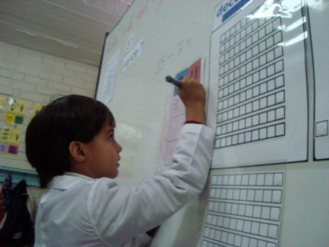 Ricardo colocando los números