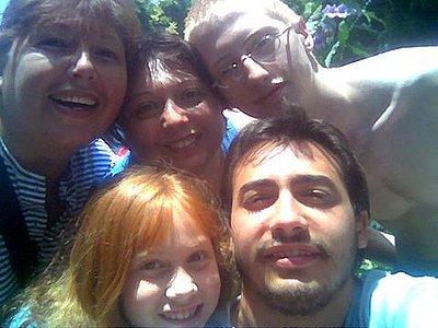 mami con santi, juanjo, marieli y la tia Moni