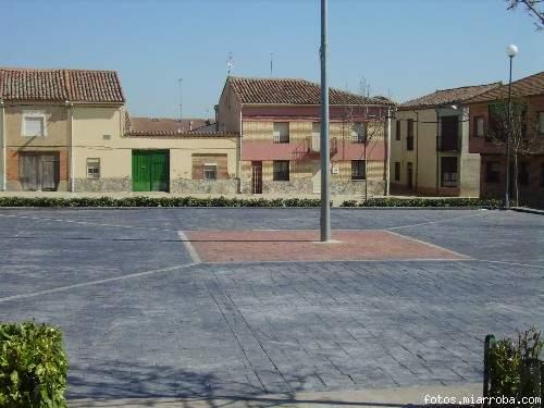 Otra imagen mas de la plaza mayor con nuevo pavimento (Consu.MC)