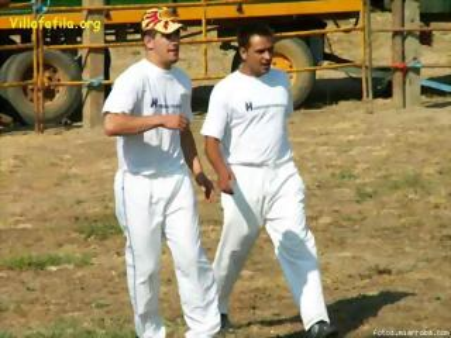 Julian y compañero se disponen a saltar la vaquilla