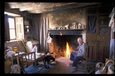 Antonio junto al fuego. F. Medrano