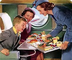 comiendo en el avion