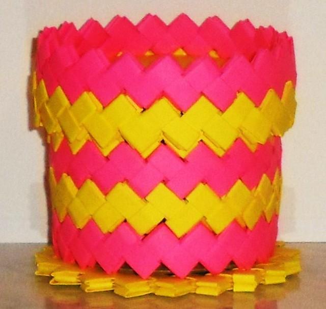 Caja mediana rosa fucsia y amarillo