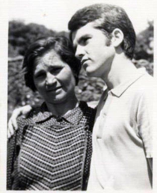 Con mi madre, en Muelas. Foto de Antonia Estrada