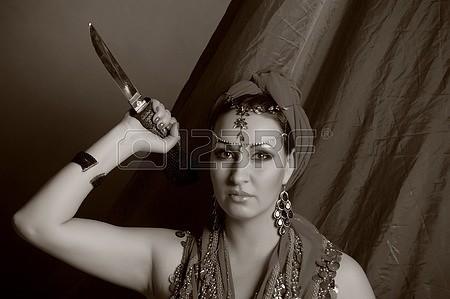 11964704-disparo-de-una-mujer-oriental-en-un-traje-tradicional