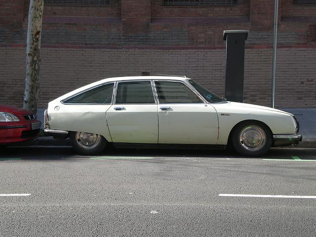 Vehiculos antiguos eb la calle 24 Febrero 2011 054