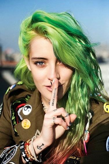 Tintes de Neon y Propuestas de Colores Verdes en Pelo en Capas