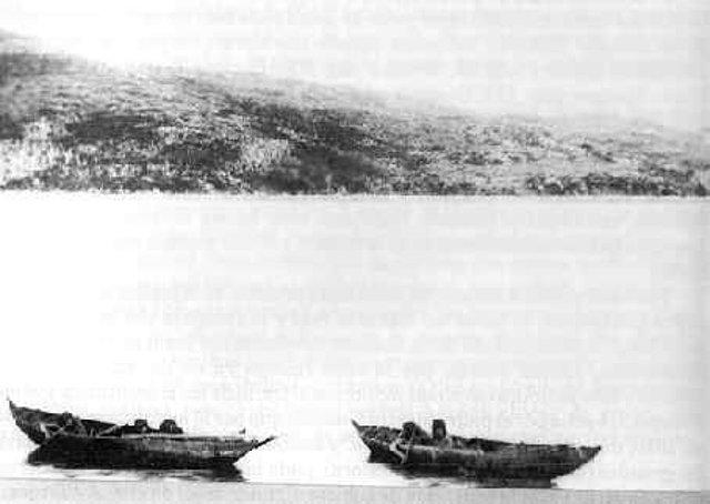 Yámanas navegando por el canal Onachaga