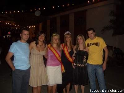 Reina y Miss Turismo 2006 y amigos