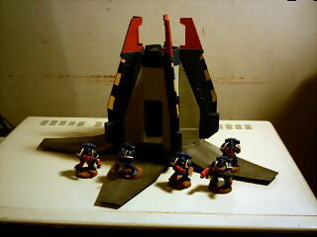 Cápsula de Desembarco y 5 Ultramarines