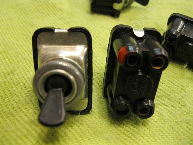 interruptores de 3 terminales redondos tipo SEAT 600 002