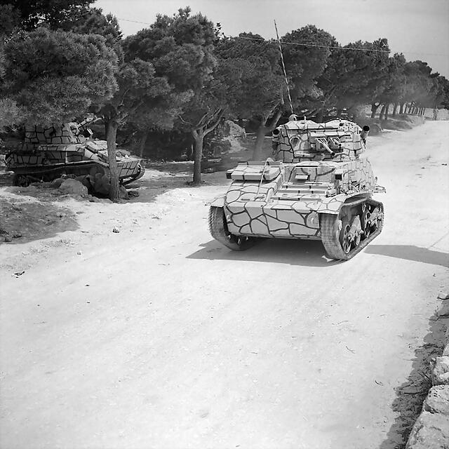 800px-The_British_Army_on_Malta_1942_GM837