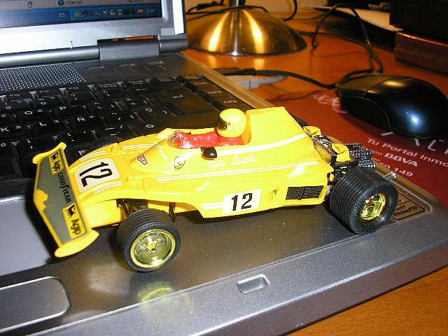 Ferrari B3 amarillo de EXIN